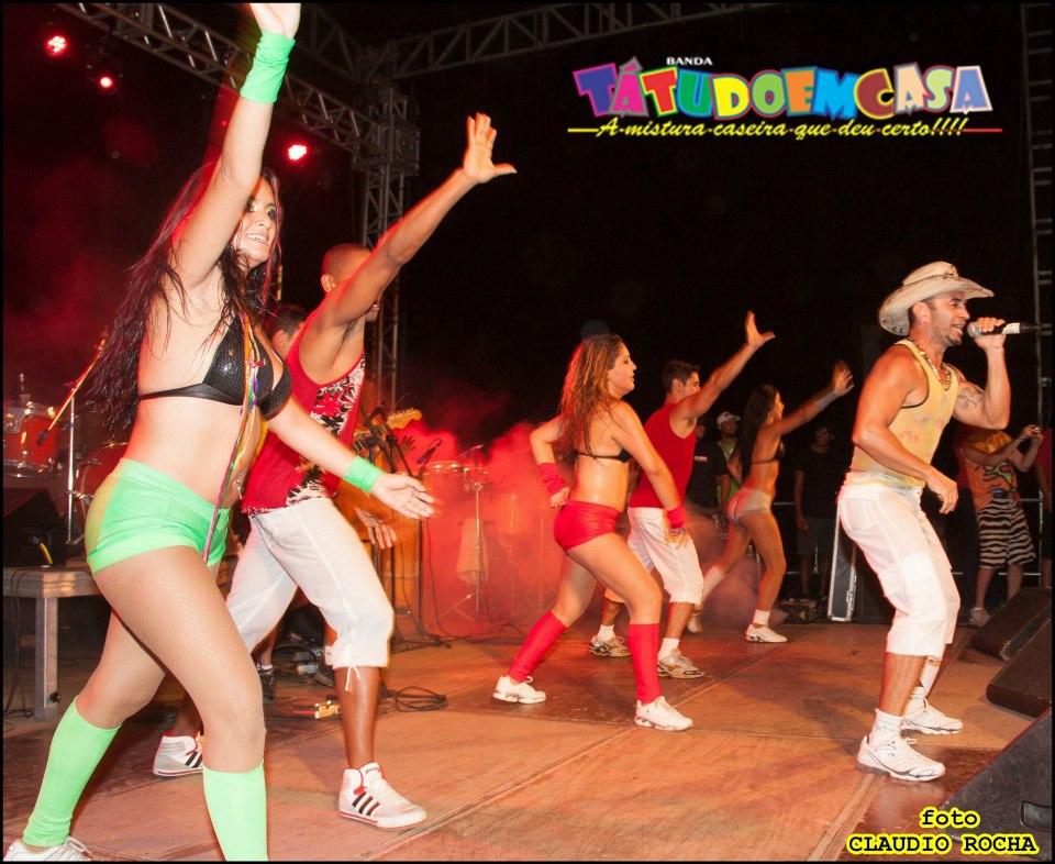 Banda Tatudoemcasa anima carnaval na Praia do Francês, rua 83 em Itaipuaçu. (Foto: Reprodução | Facebook)