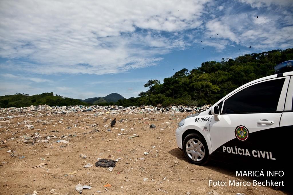 Polícia e INEA realizam operação no Lixão de Maricá. (FOTO: Marco Bechkert | Maricá Info)