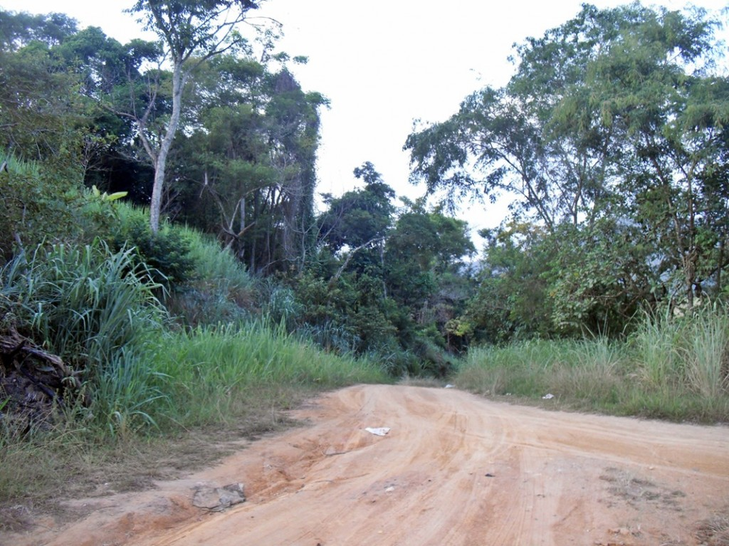 Moradores se sentem abandonado pelo poder público no Pindobal. (Foto: João Henrique | Maricá Info)