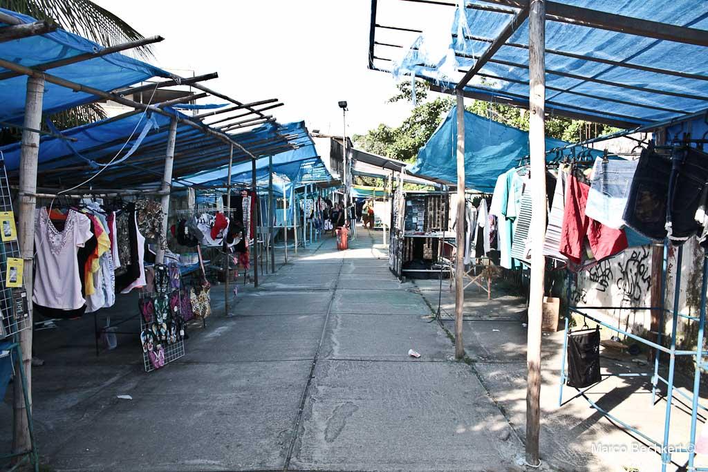 Sem estrutura, camelódromo funciona precariamente em Maricá. (Foto: Marco Bechkert | Maricá Info)