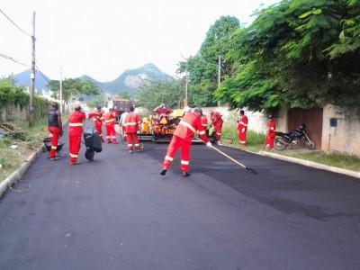 Prefeitura asfalta Avenida B em Inoã