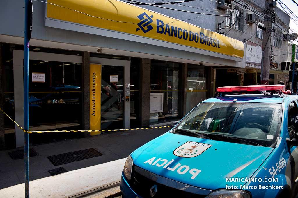 Caixas foram arrombados com maçaricos, segundo a polícia. (Foto: Marco Bechkert   Maricá Info)