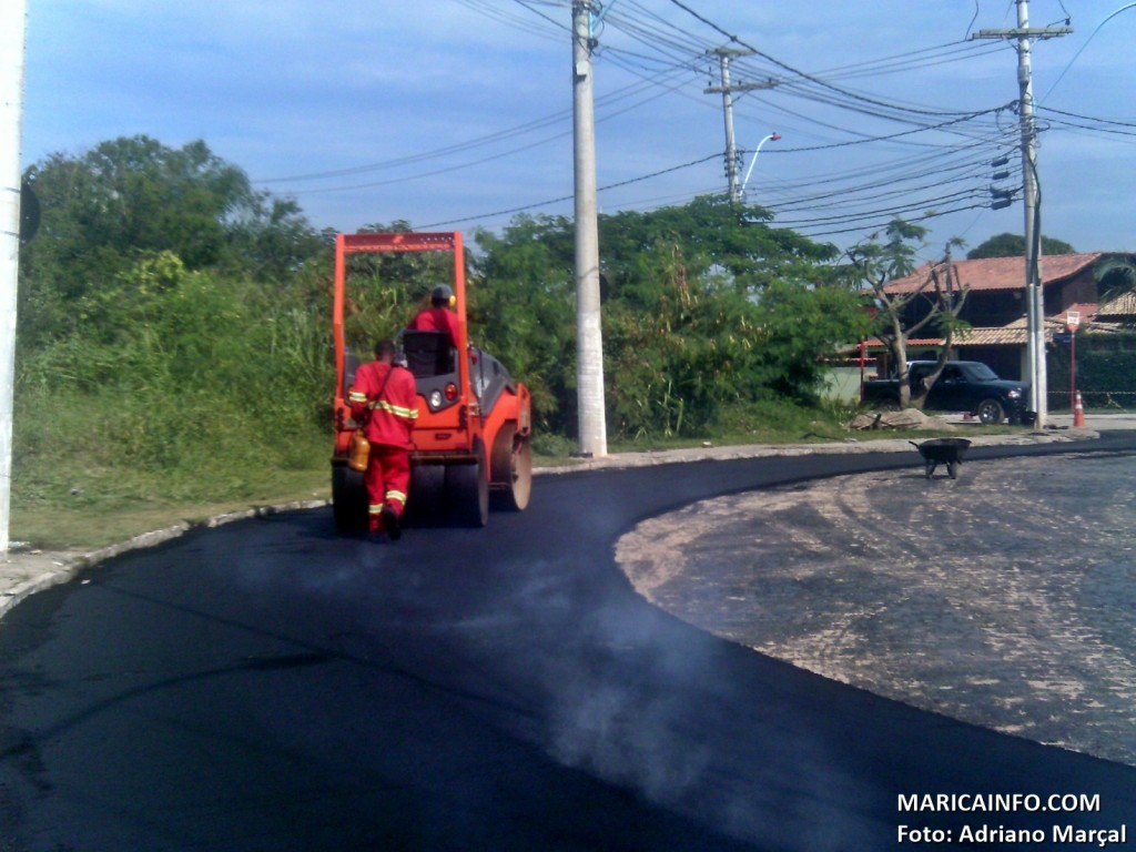 Asfaltamento do entorno do Terminal Rodoviário em Itaipuaçu está sendo realizado pela prefeitura. (Foto: Adriano Marçal   Maricá Info)