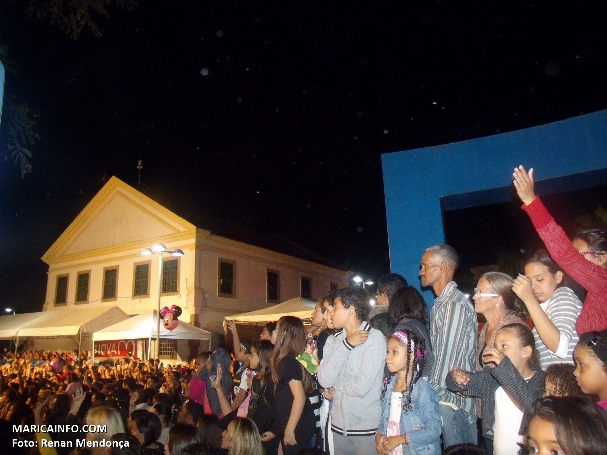 Multidão assiste ao show de Aline Barros no 'Maricá para Cristo'. (Foto: Renan Mendonça | Maricá Info)