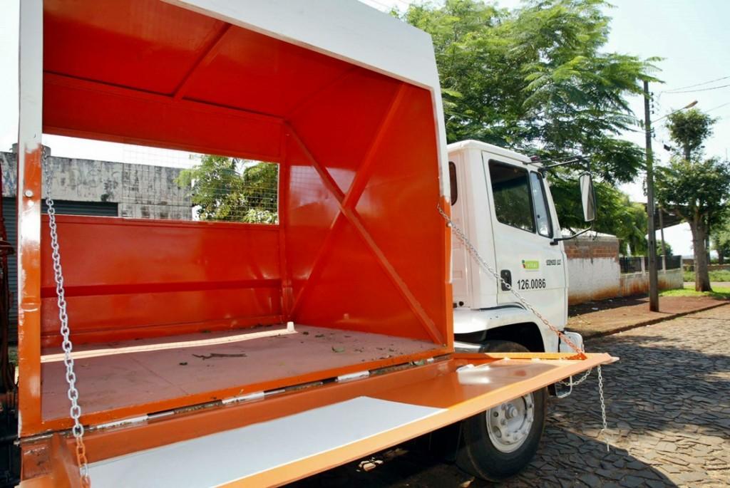 Modelo de caminhão para a coleta seletiva.