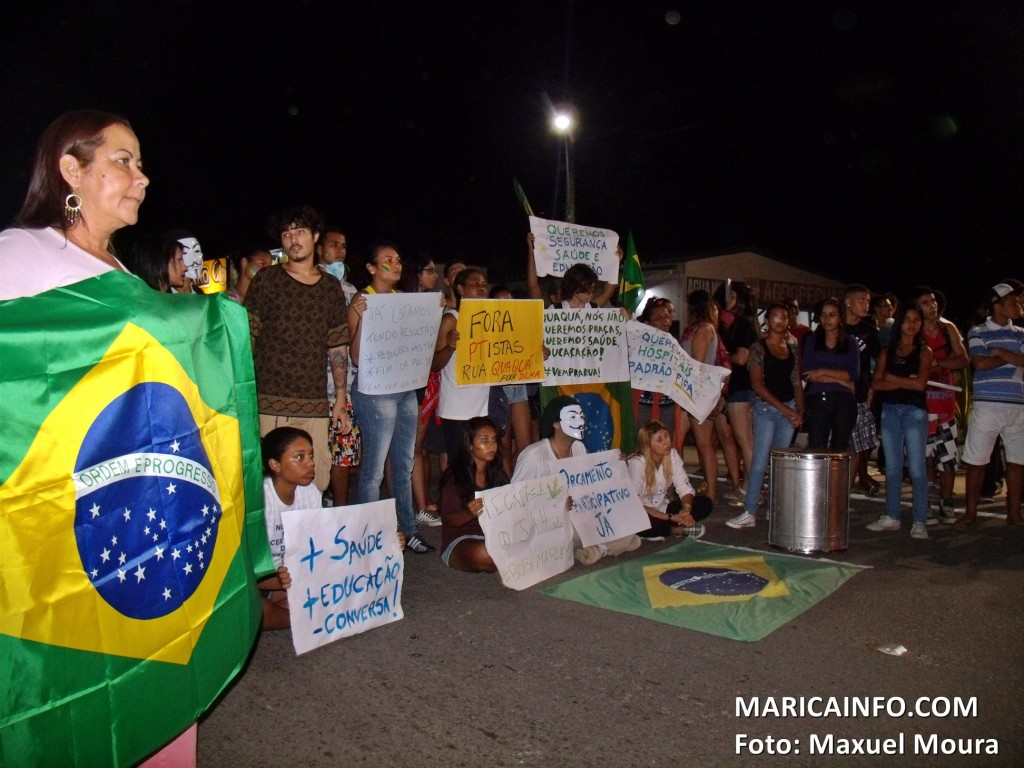 Manifestantes ocuparam por cerca de 15 minutos a rodovia Amaral Peixoto (RJ106) na altura do KM28 em Maricá - RJ. (Foto: Maxuel Moura | Maricá Info)
