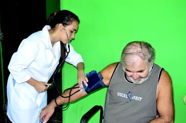 O aposentado Francisco José é hipertenso e recebe atendimento em casa. (Foto: Fernando Silva)