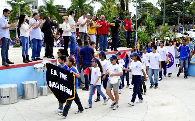 Alunos em ato de abertura dos Jogos Estudantis 2013. (Foto: Fernando Silva)