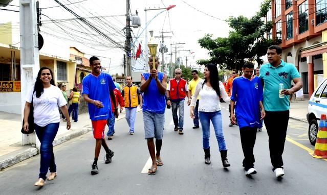 Alunos especiais da E. M. Rynalda Rodrigues da Silva percorreram uma das vias de maior movimento da cidade. (Foto: Fernando Silva | PMM)