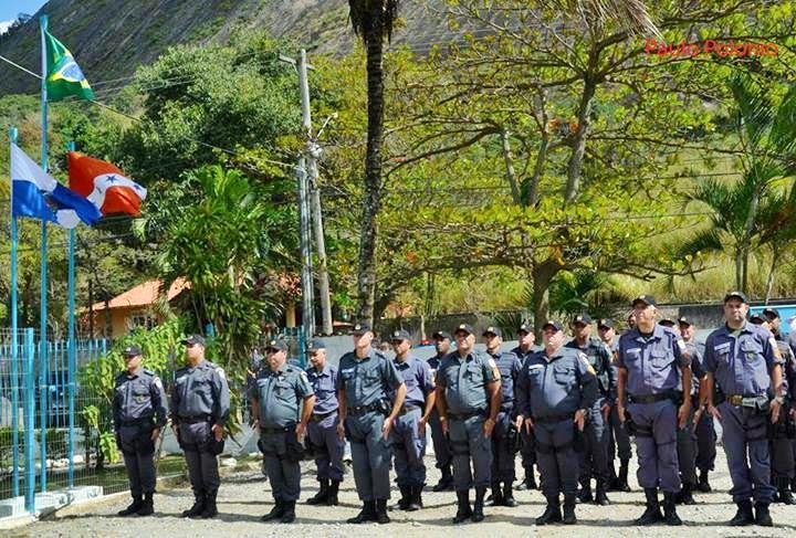 Policiais são recebidos na UPAm da Serra da Tiririca. (Foto: Reprodução | Internet)