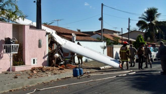Avião cai em Maricá, deixa um morto e um ferido