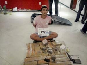 Polícia apreendeu com Humberto Ferreira da Silva Junior 230kg de droga. (Foto: Divulgação | PMERJ)