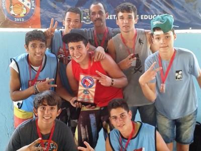 Campeões no basquete.  (Foto: CMJ)