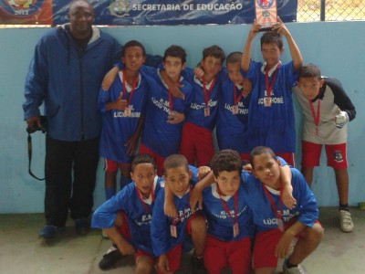 Time campeão no Futsal. Time campeão no Society.  (Foto: CMJ)