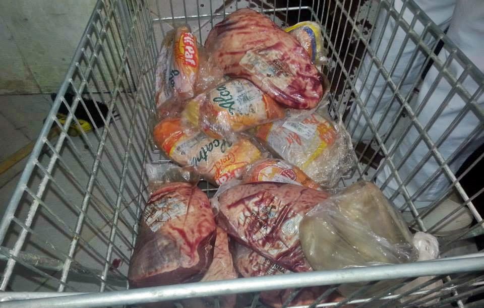Rede Economia: 15kg e 200g de linguiça e 7kg e 400g de picanha vencidos. (Foto: Divulgação)