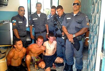 Os três foram detidos por PM's de serviço no DPO de Itaipuaçu. (Foto: Marcelo Bessa | Itaipuaçu Site)