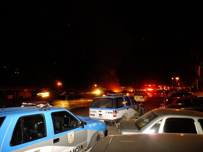 Protesto na RJ-106 complica o trânsito