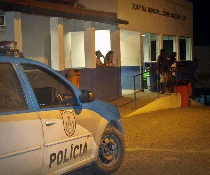 Maricá: Tiroteio termina com morador baleado com quatro tiros e dois presos em itaipuaçu