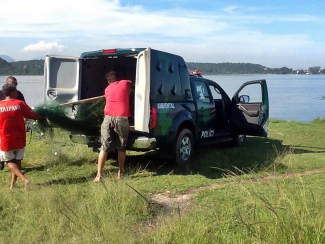 Polícia Ambiental prende três por pesca ilegal em Maricá
