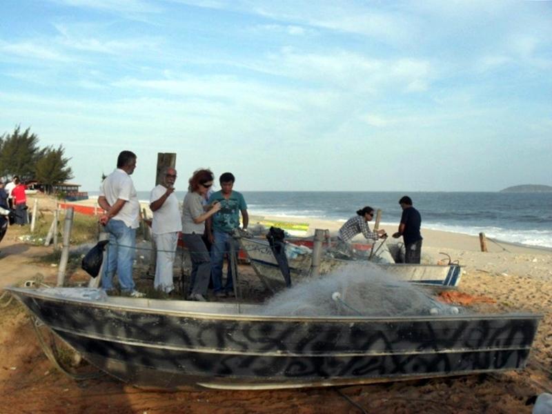 Pescadores de Maricá acusam governo Pezão de destruir restinga