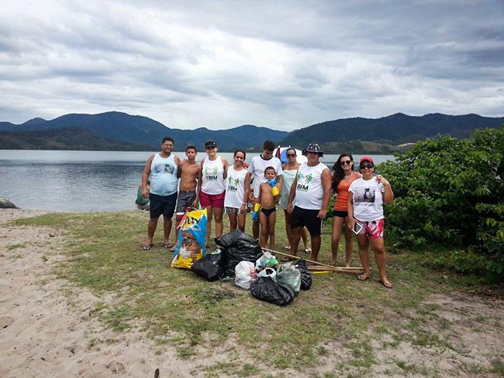 Maricá: Grupo se reúne pra realizar limpeza de lagoa em Ponta Negra
