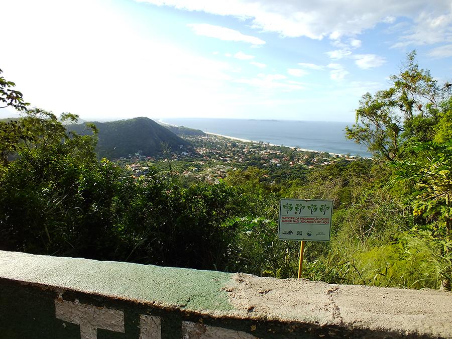 Vista do Mirante da Serra da Tiririca. Trilha começa a pouco mais de 10 metros do local. (foto: João Henrique / Maricá Info)