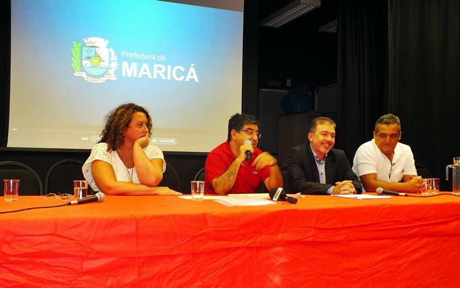 Coletiva de Imprensa reuniu o prefeito Washington Quaquá (PT), a Deputada Estadual Zeidan (PT) e o presidente da Empresa Pública de Transportes, além do vice-prefeito Marcos Ribeiro (PT) e do vereador Robson Dutra (PMDB). (foto: João Henrique)