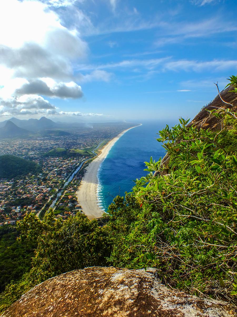 Vista da Pedra do Elefante para a Praia de Itaipuaçu. (foto: João Henrique / Maricá Info)