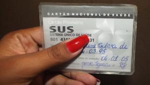 Cartão antigo do SUS não tem a bandeira nacional e nem o código de barras. (fotos: João Henrique / Maricá Info)