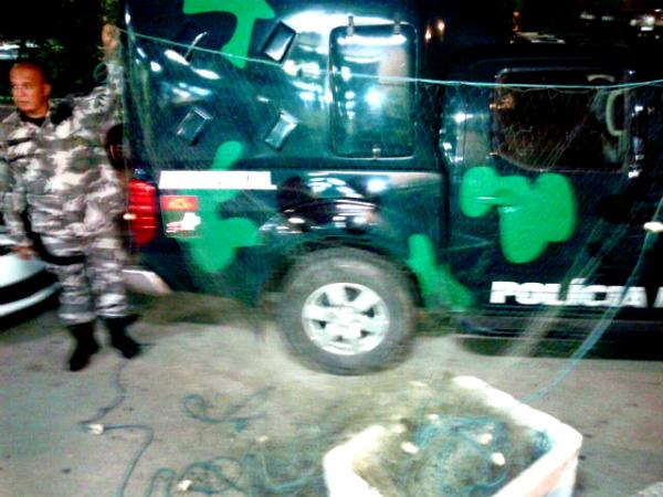 Polícia Ambiental apreende rede de pesca em Ponta Negra, Maricá