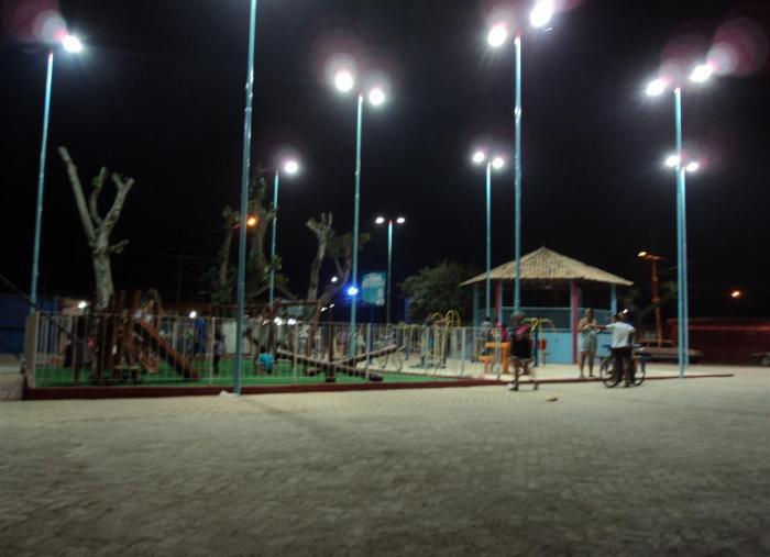 Praça em que ocorreu o estupro. Pagode rola até a madrugada e moradores reclamam da falta de policiamento. (foto: Gilmar Teodoro dos Santos)