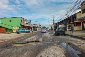 Comerciantes amargam prejuízos devido ao estado da rodovia. (fotos: João Henrique / Maricá Info)