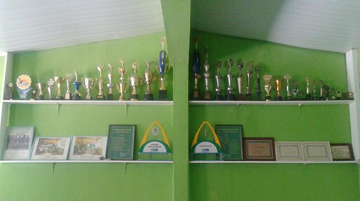 Títulos e trofeus conquistados pelo Ipiranga Malha Clube, de Maricá. (fotos: Mauro Luis / Maricá Info)