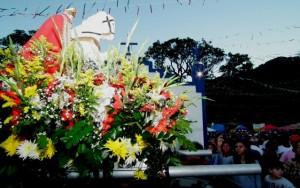 Imagem do santo guerreiro será levada pelos devotos na procissão do Sitio Ubatã, no Caju, até a Capela de São Jorge, no Espraiado. (foto: Fernando Silva)