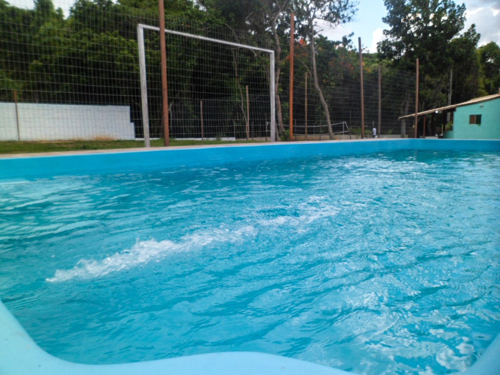Espaço conta com piscina, campo de futebol, espaço para vôlei, etc.