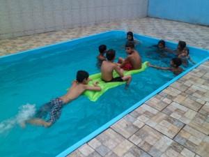 Espaço conta com piscina, além de churrasqueira, sala de jogos, etc.