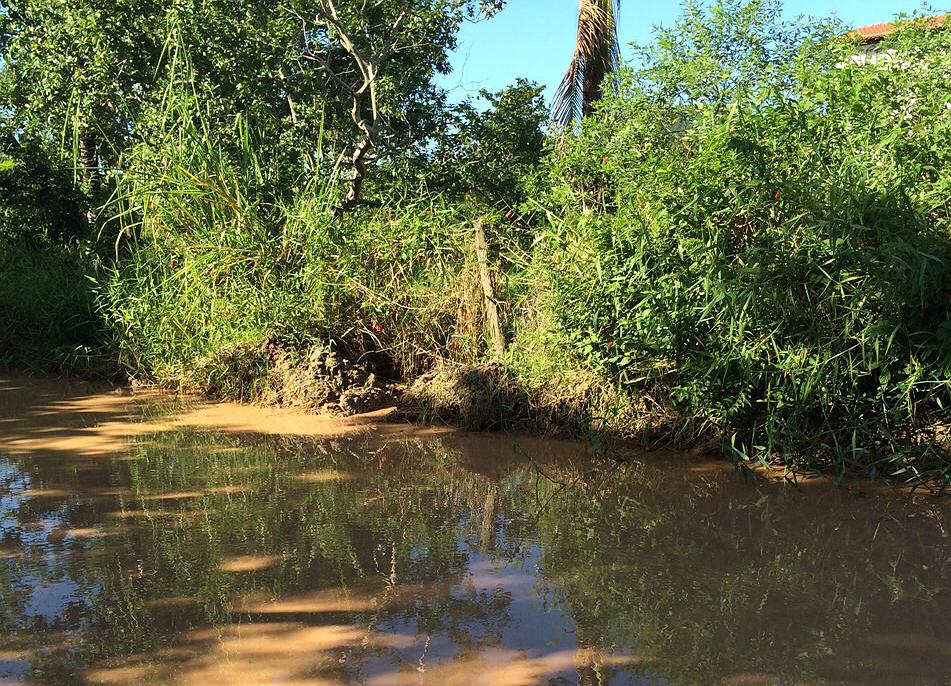 Após chuva, moradores estão há dias sofrendo com a lama.