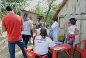Vacinação dos índios faz parte do programa de imunização desenvolvido em Maricá. (foto: Clarildo Menezes)