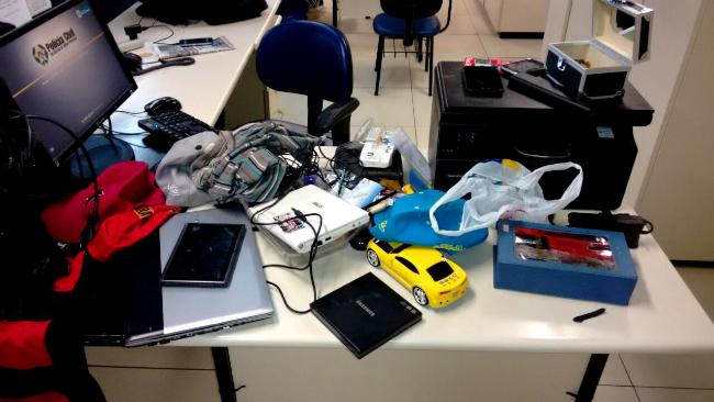 Pertences roubados foram recuperados pela equipe da PM. (fotos: Mauro Luis / Maricá Info)