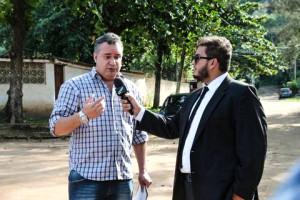 """Quadro """"Proteste Já!"""", do CQC, entrevista pais de alunos em Maricá. (fotos: Itaipuaçu Site)"""