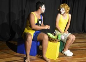 """Durante o evento da formatura também houve apresentação da peça de teatro """"Dona Dengosa"""", da Cia Sofá Vermelho. (foto: Clarildo Menezes)"""