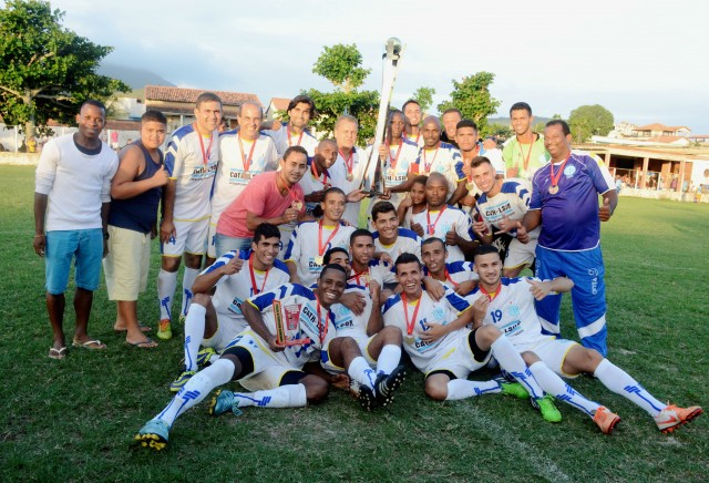 Amparo ganha o título do Campeonato Maricaense de futebol