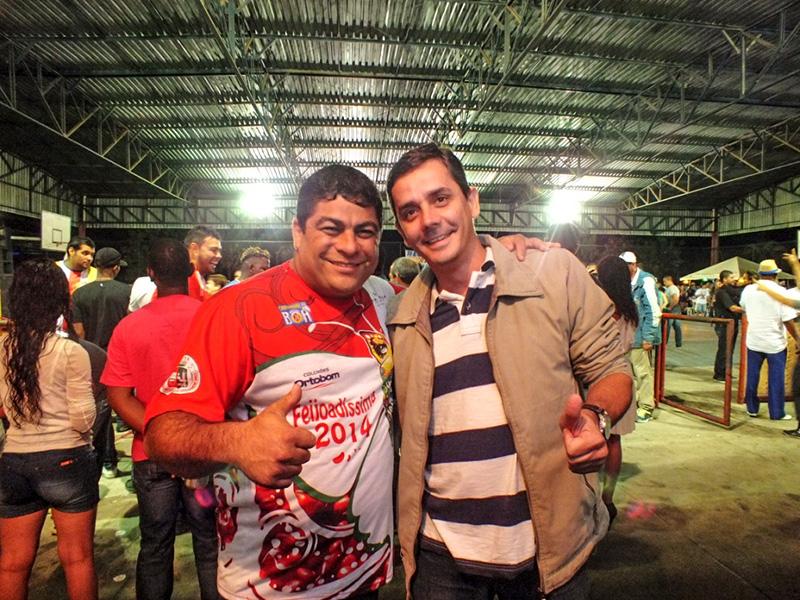 O compositor do samba vencedor Renatinho da Oficina e o Deputado Federal Fabiano Horta. (foto: João Henrique / Maricá Info)