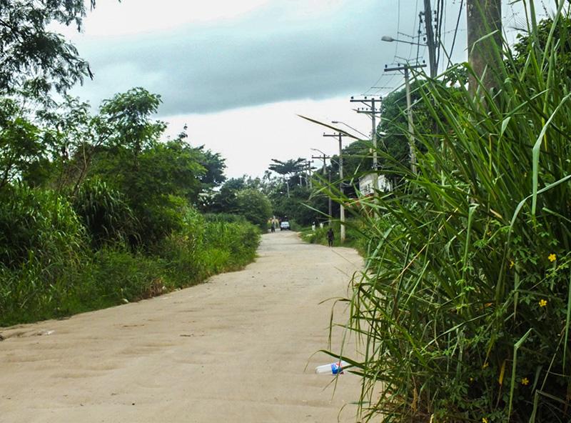 Moradores reclamam de abandono em rua de São José, em Maricá