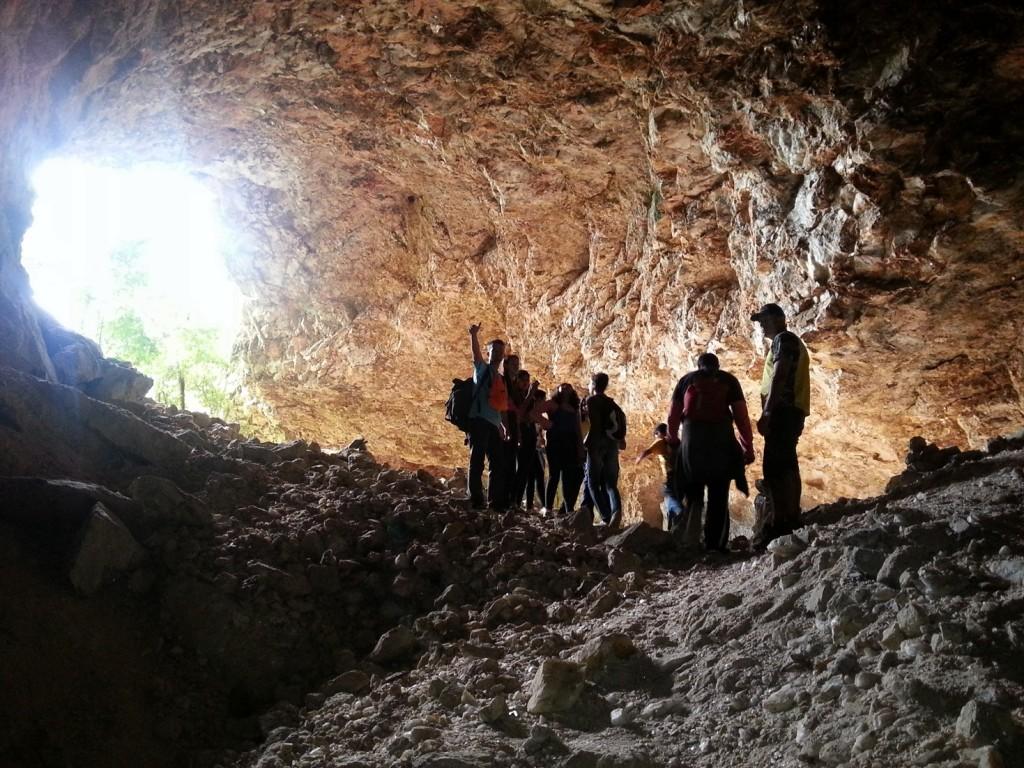 Cavernas foram formadas após exploração de feldspato, há cerca de 50 anos.
