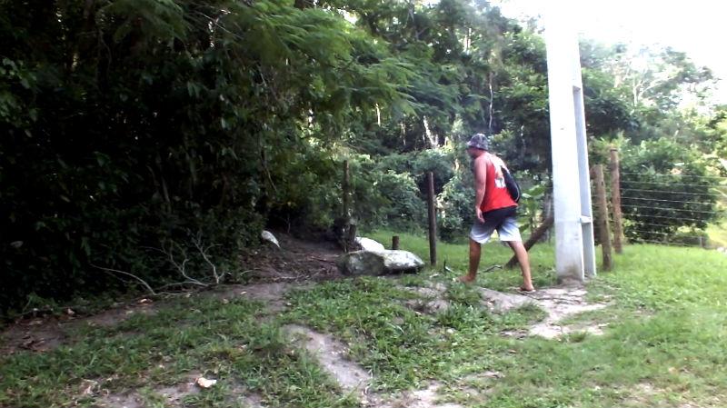 Início da trilha que dá acesso à Pedra do Macaco. (foto: Maricá Info)