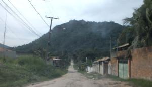 Rua que dá acesso à trilha da Pedra do Macaco. (foto: Maricá Info)