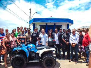 Cerimônia de entrega contou com comandantes da polícia e sua tropa, além de autoridades do Estado e comunidade. (foto: João Henrique / Maricá Info)