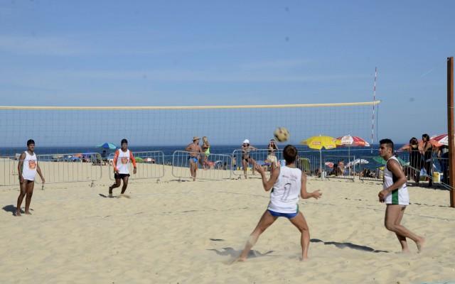 Torneio de futivôlei atrai público na Praia da Barra