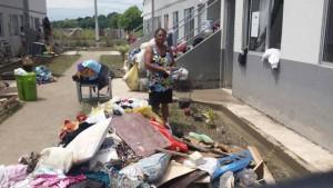 Martinha Batista, de 59 anos lamenta ter pedido tudo em enchente Foto: Ricardo Rigel / Extra